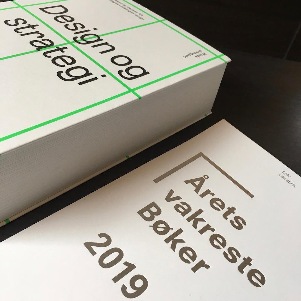 """""""Design og strategi"""" vant sølv i Årets Vakreste Bøker 2019, i kategorien Lærebok."""
