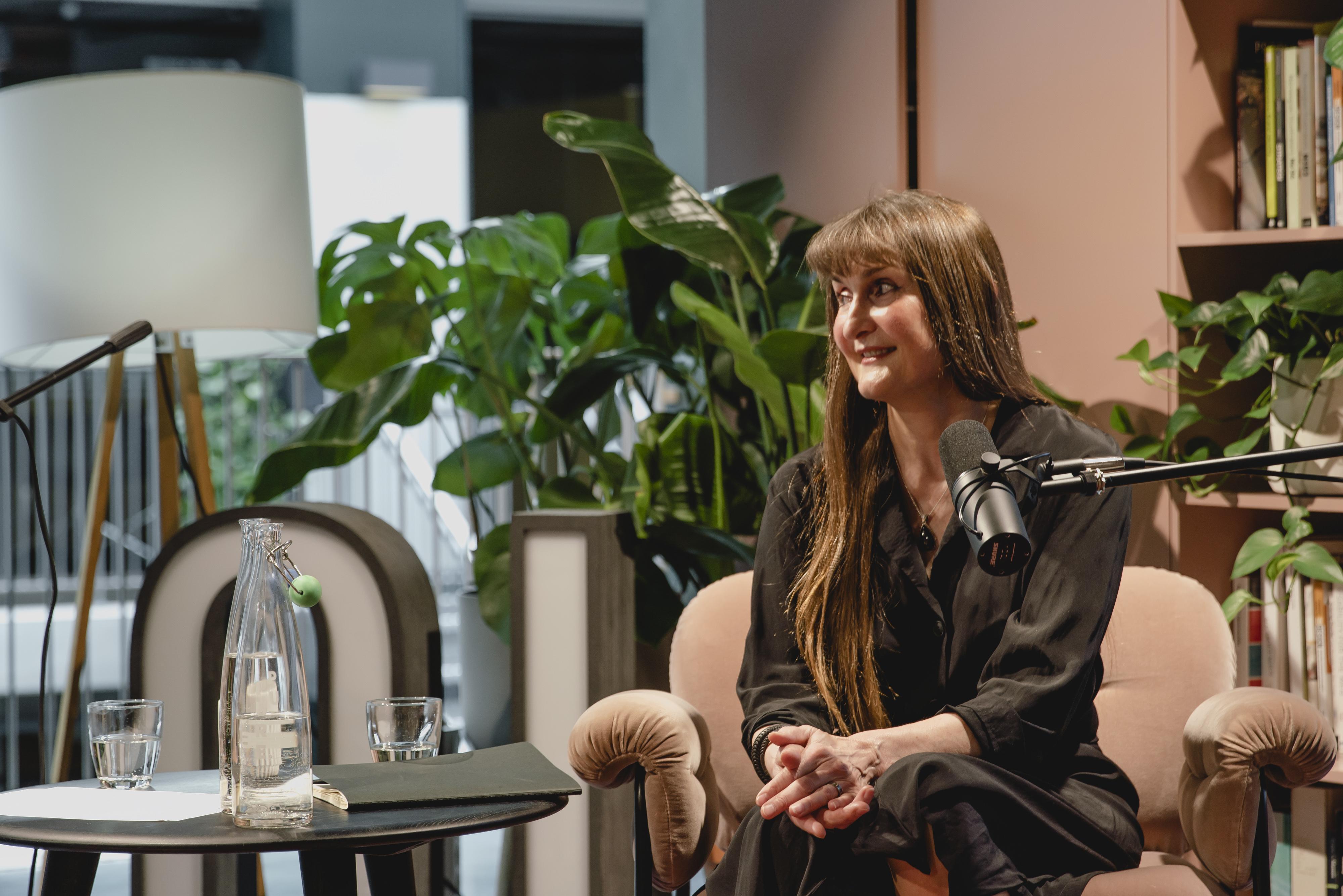 Wanda Grimsgaard under fagpraten, som ble sendt live direkte fra Netlifes lokaler i Oslo.